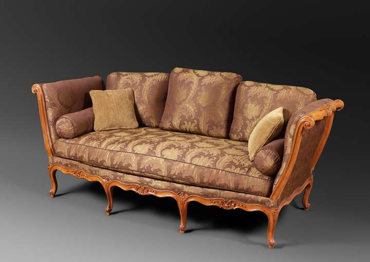 A Louis XV beechwood daybed