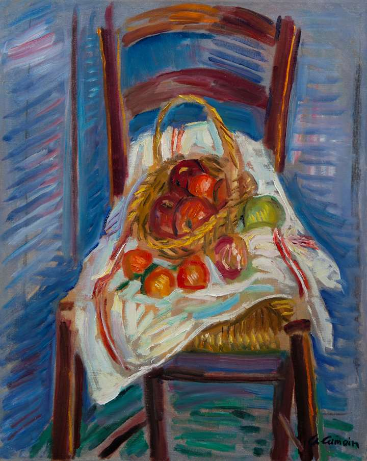 Corbeille de fruits sur une chaise