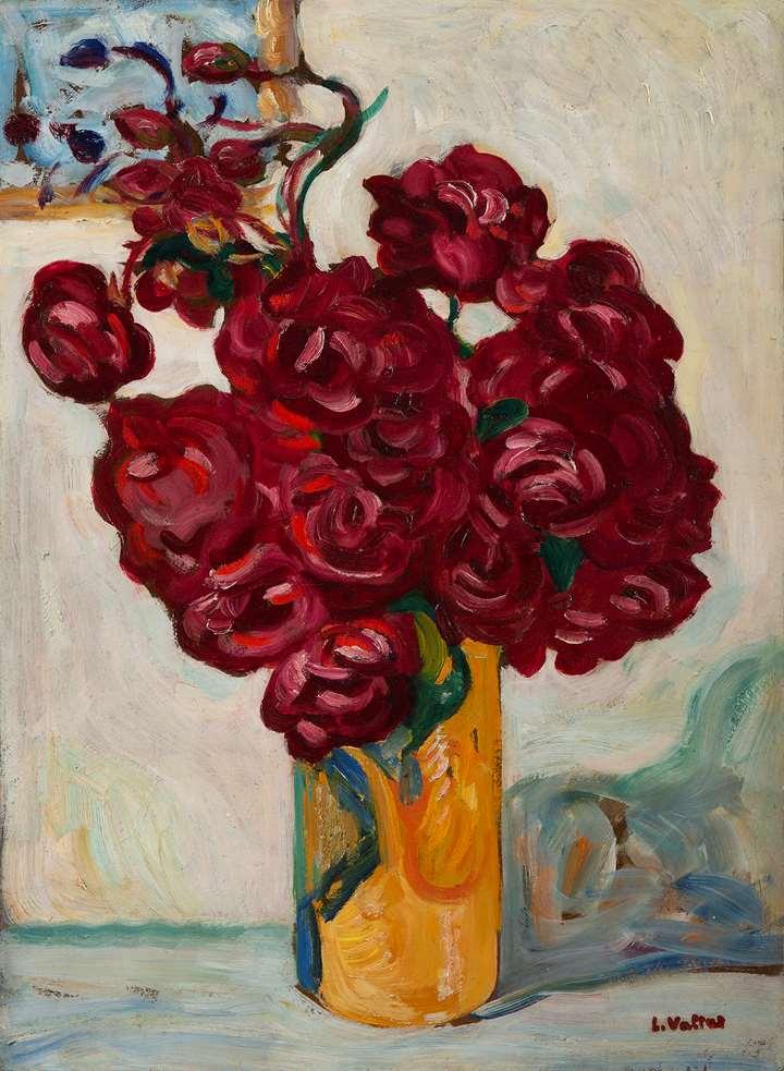 Vase de fleurs rouges sur fond jaune