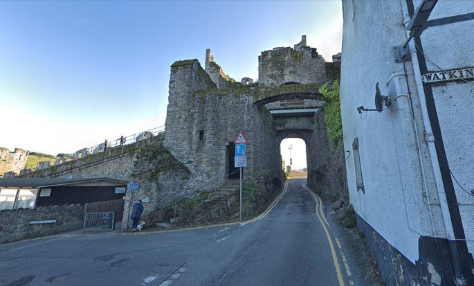 Paul Sandby - The Upper Gate, Conwy Castle  | MasterArt