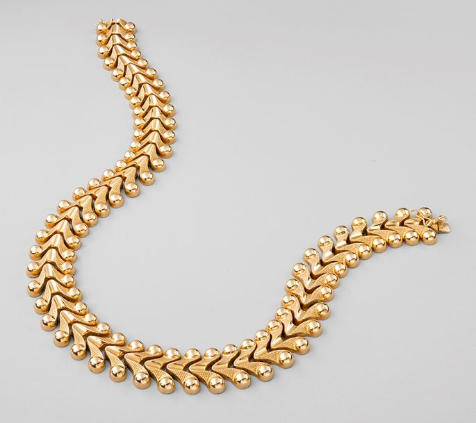 Gold V Link Collar Necklace  | MasterArt