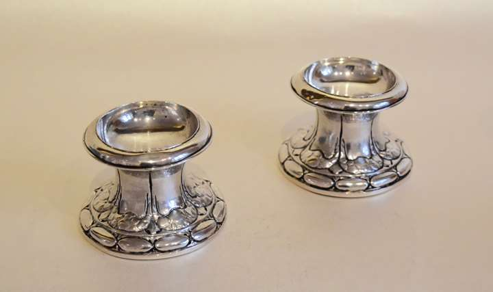 Pair of « diabolo » salt cellars