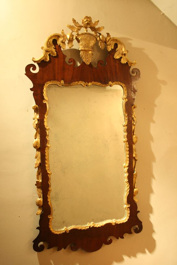 A GEORGE II MAHOGANY AND GILT MIRROR | MasterArt