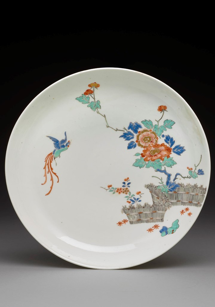 A bowl with rice-straw hedge and bird decoration