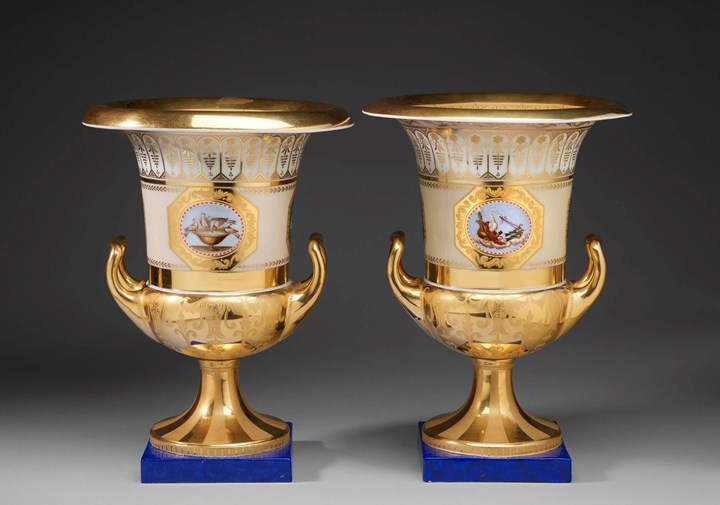 "A pair of ""Krater"" vases with ornithological decoration"