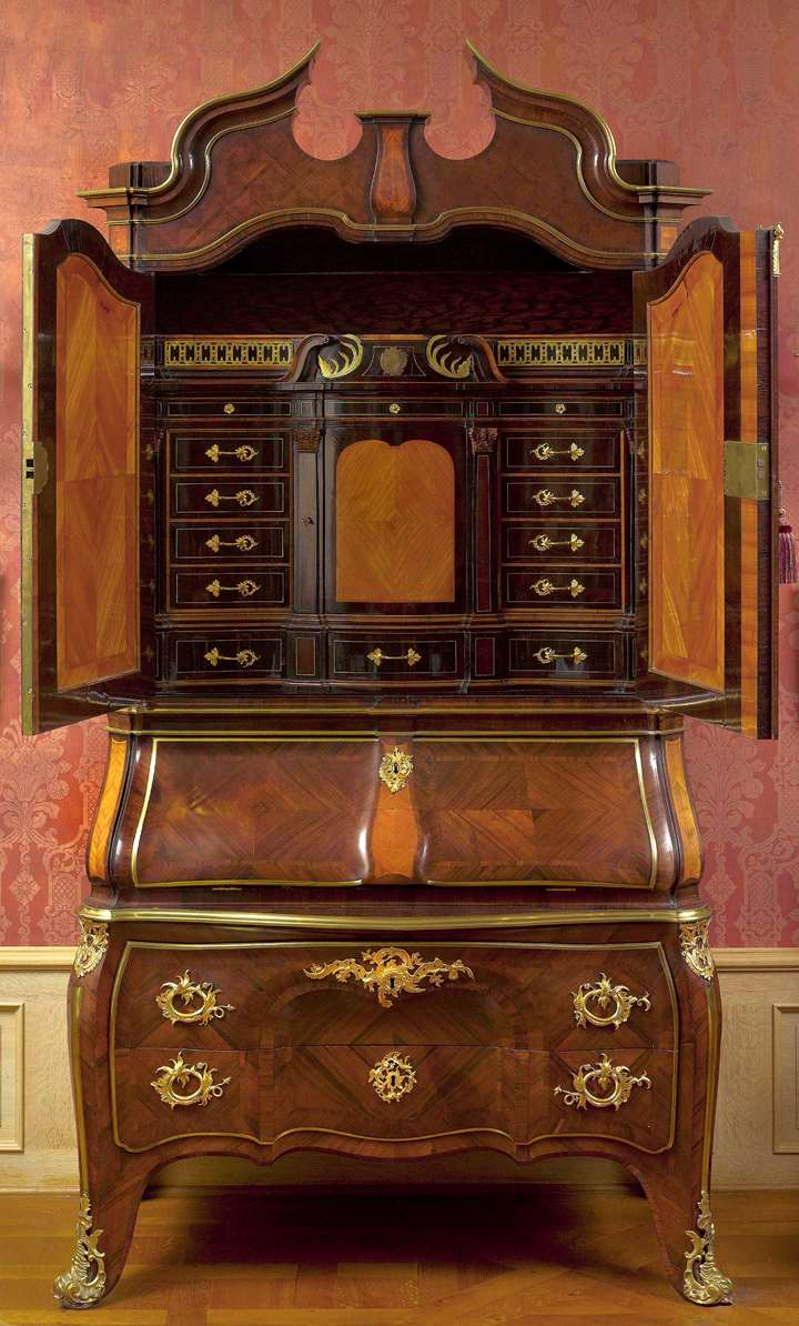 An important Dresden Rococo writing cabinet