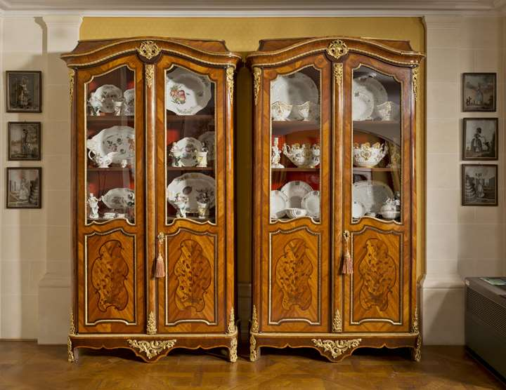 A pair of library cabinets (bibliothèques)