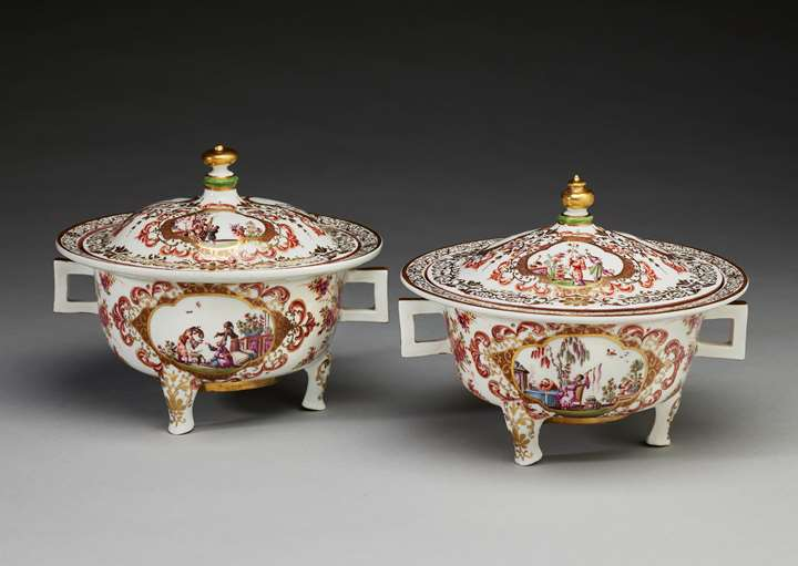 A pair of olio tureens
