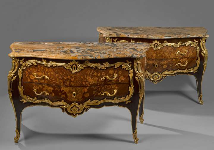 A pair of commodes (known as commodes galbées)