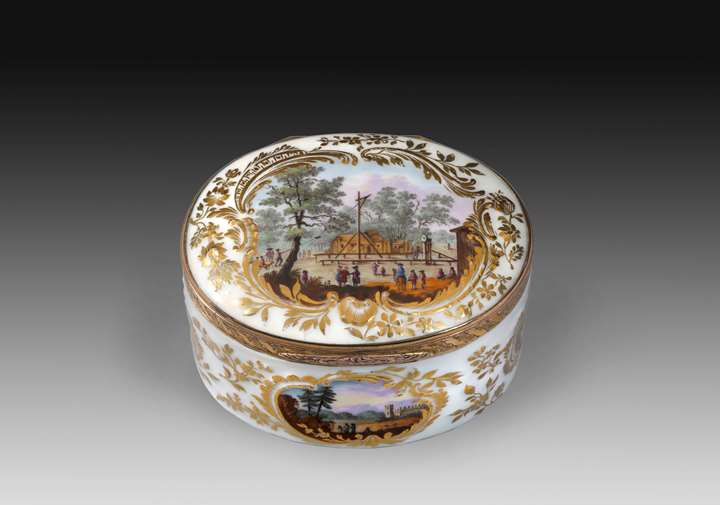Oval snuffbox with landscape décor