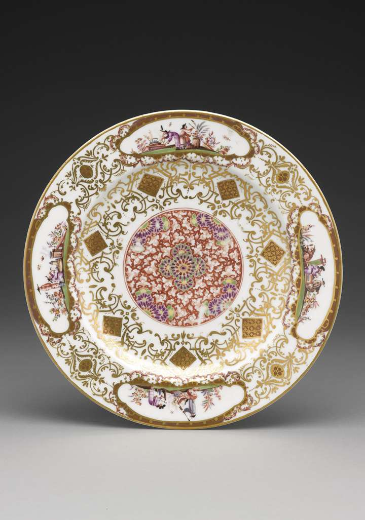 Plate with iron-red medallion, gold lace-work borders and chinoiserie scenes (so-called 'salami plate')