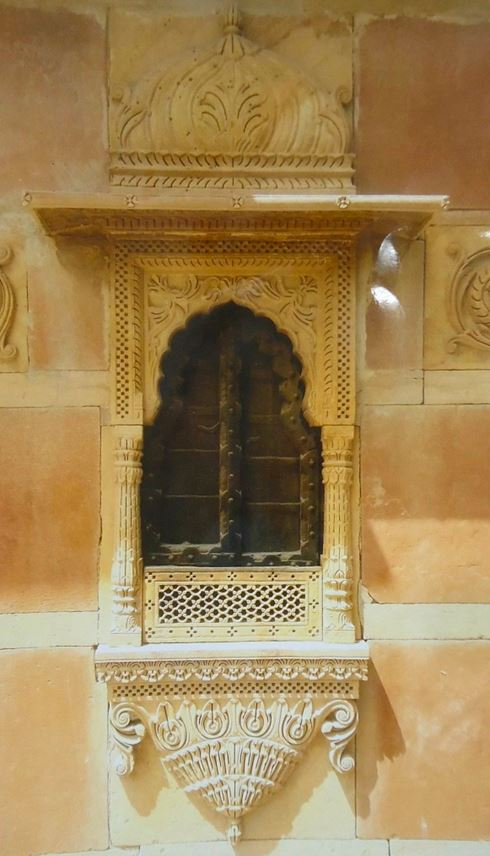 Miscellaneous   - Stone balcony (façade) from Rajasthan, India | MasterArt