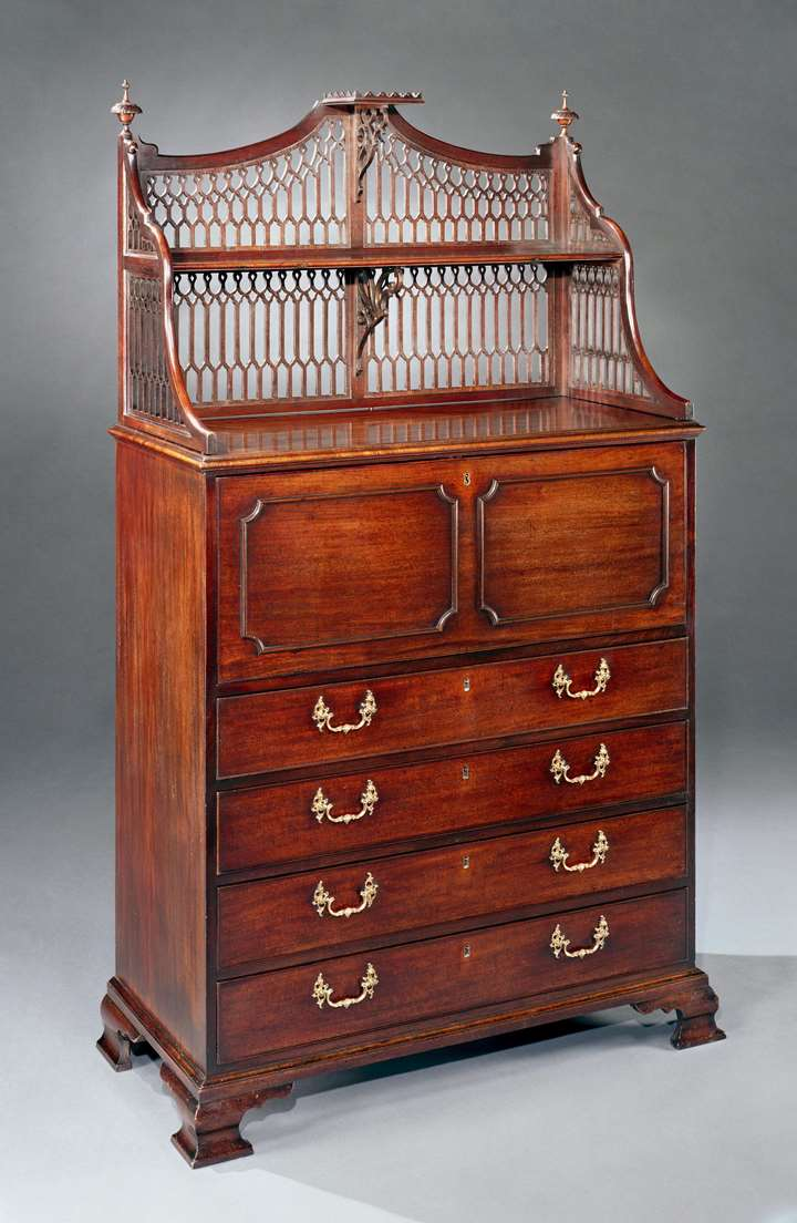 A GEORGE III MAHOGANY SECRÉTAIRE CABINET