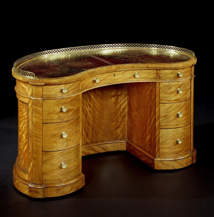 A VICTORIAN SATINBIRCH KIDNEY SHAPED DESK | MasterArt