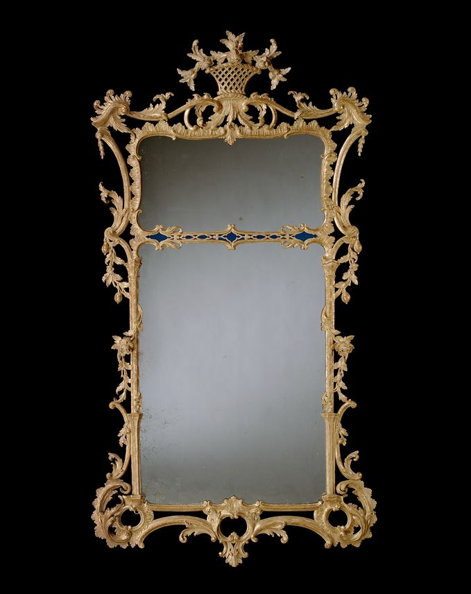 A GEORGE III CARVED GILTWOOD MIRROR | MasterArt