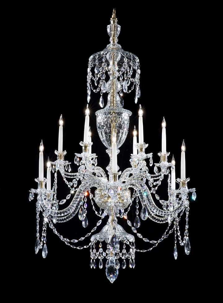 A GEORGE III TWELVE LIGHT CHANDELIER ATTRIBUTED TO PARKER & PERRY