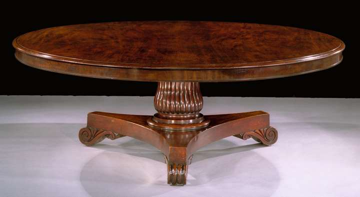 A LARGE REGENCY MAHOGANY DINING TABLE