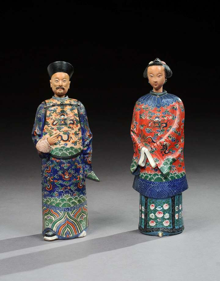 A PAIR OF CHINESE EXPORT CLAY NODDING FIGURES