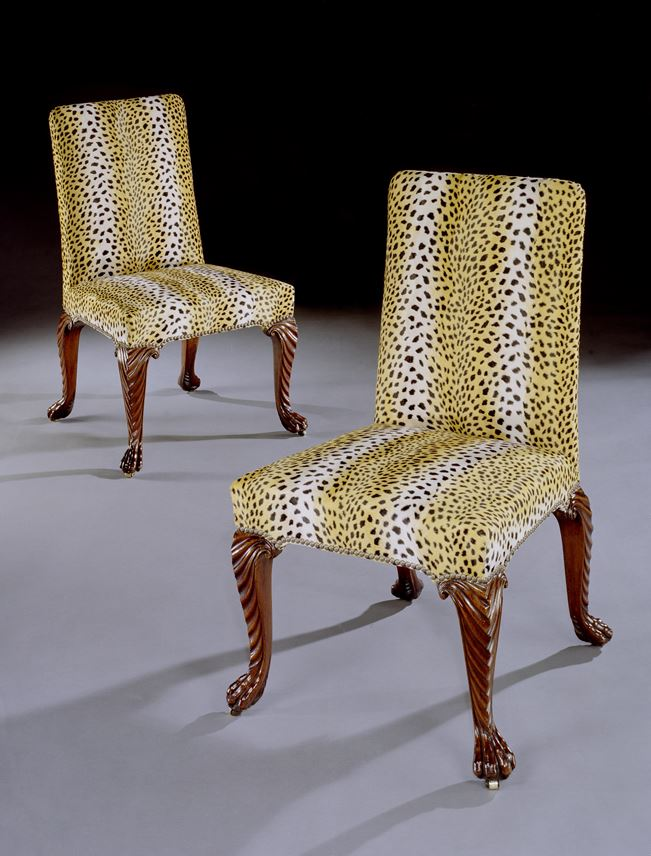 A PAIR OF GEORGE II WALNUT SIDE CHAIRS | MasterArt