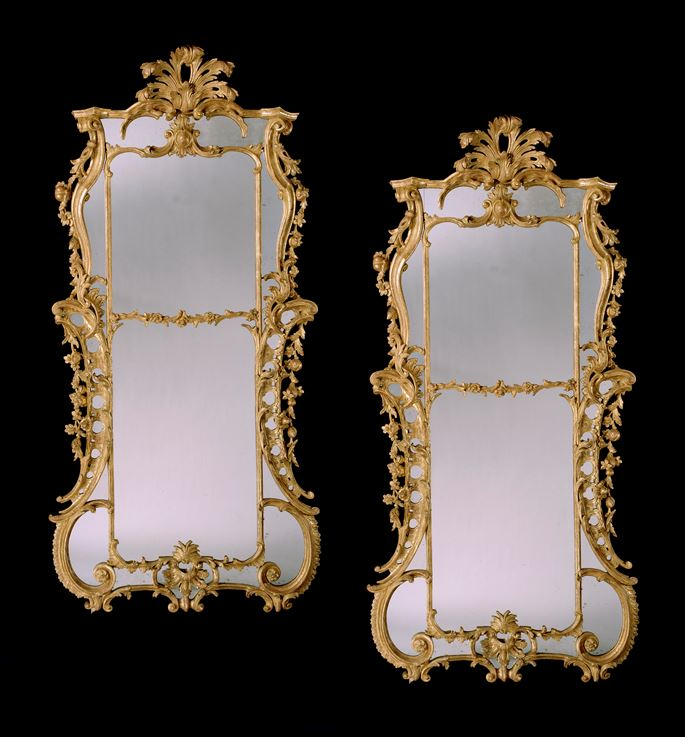 A PAIR OF GEORGE III CARVED GILTWOOD MIRRORS | MasterArt