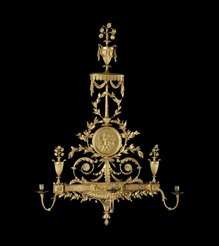 A PAIR OF GEORGE III GILTWOOD WALL LIGHTS IN THE MANNER OF ROBERT ADAM