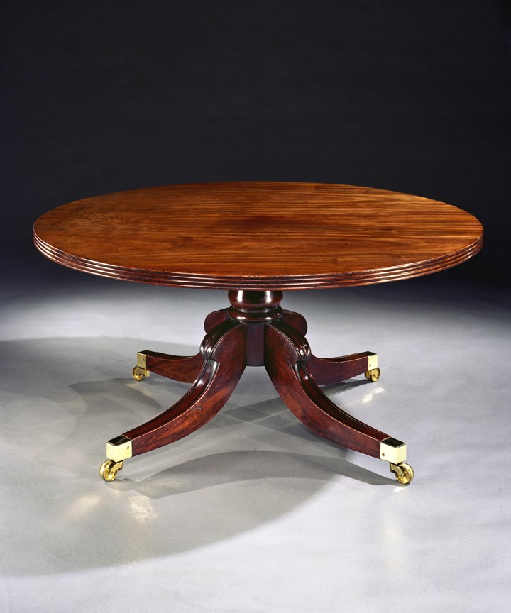 A REGENCY MAHOGANY CIRCULAR BREAKFAST TABLE