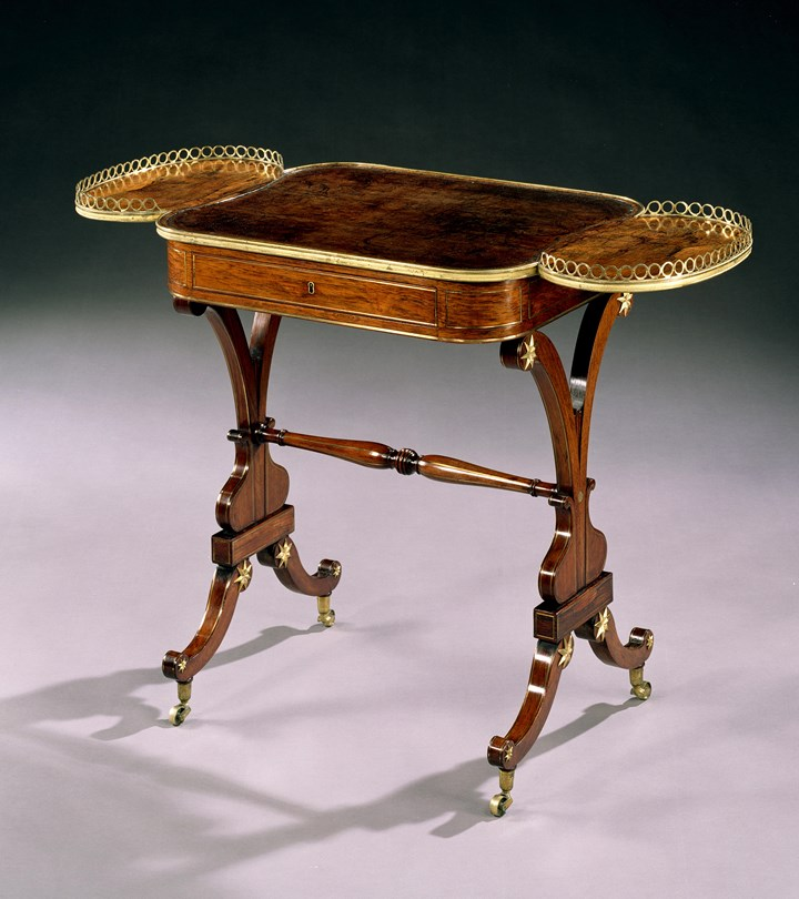 A REGENCY ROSEWOOD WRITING TABLE