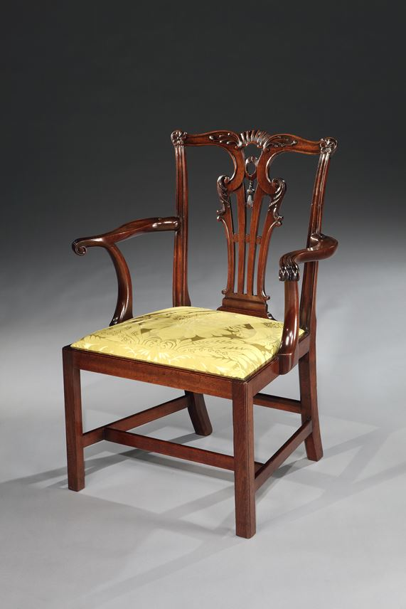 A SET OF TEN GEORGE II MAHOGANY DINING CHAIRS | MasterArt
