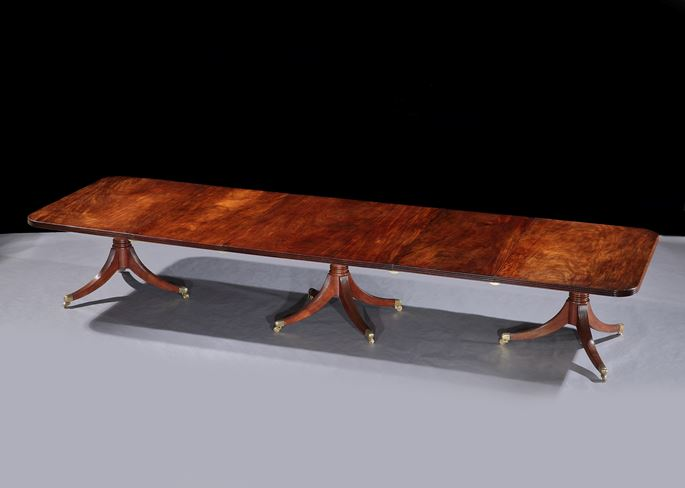 Williams &  Gibton - An Irish George III mahogany three pillar dining table | MasterArt