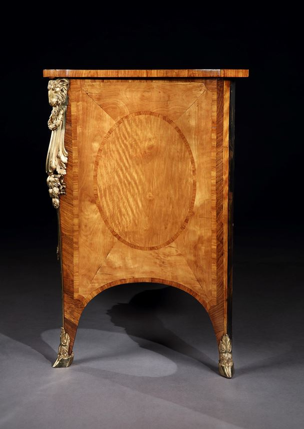 THE HAREWOOD HOUSE COMMODE | MasterArt