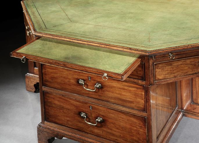THE PULBOROUGH MANOR LIBRARY DESK | MasterArt