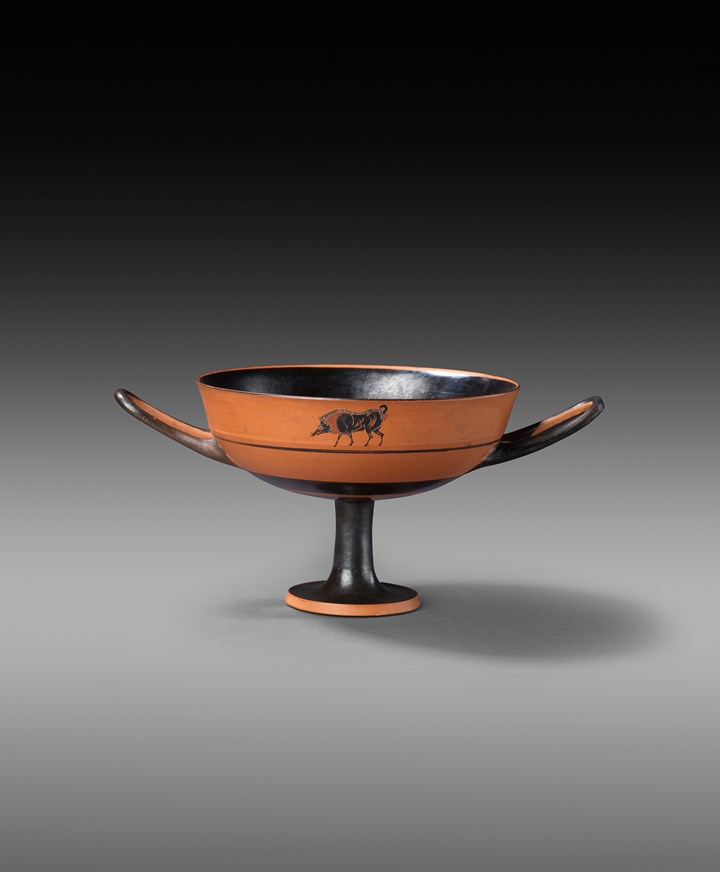 Greek black-figure Kylix with boar and bull, attributed to the Centaur Painter