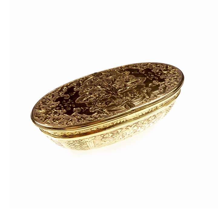 Double-opening gold snuff box,  of elongated oval basket form