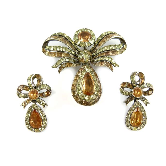 18th century foiled orange topaz and chrysolite bow pendant and pair of earrings | MasterArt