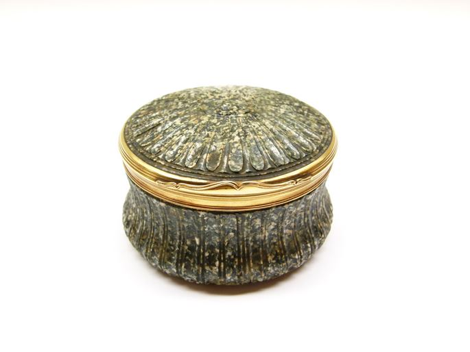 18th century gold mounted round green porphyry box | MasterArt
