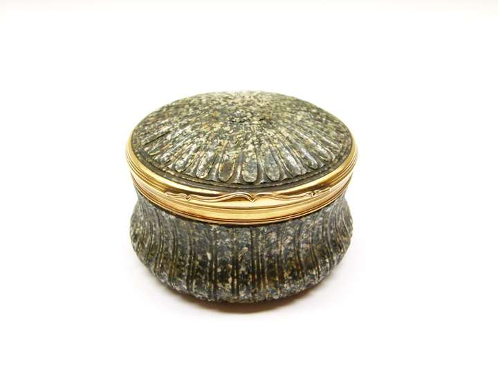 18th century gold mounted round green porphyry box