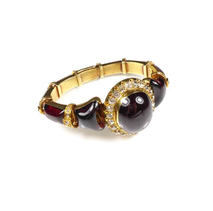 19th century cabochon garnet and gold tapering bracelet