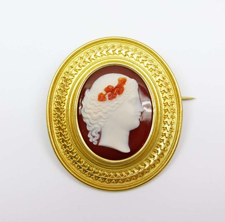 19th century gold and agate cameo brooch