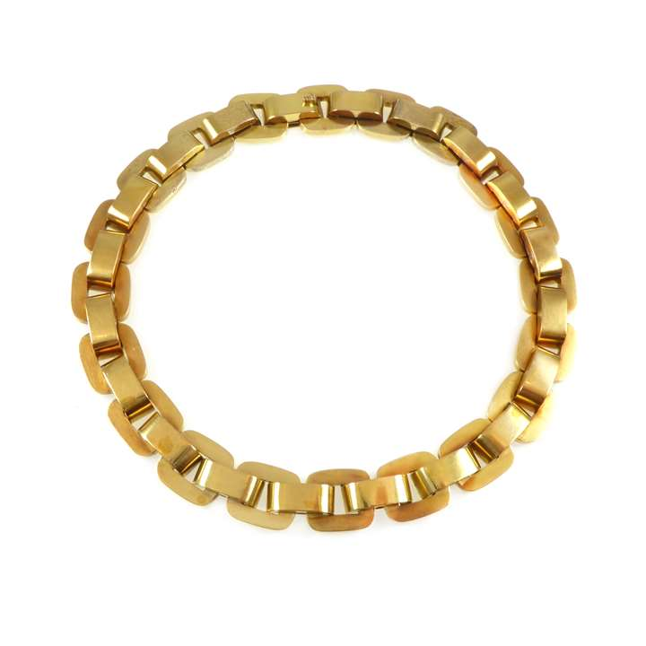 Gold cushion link collar necklace