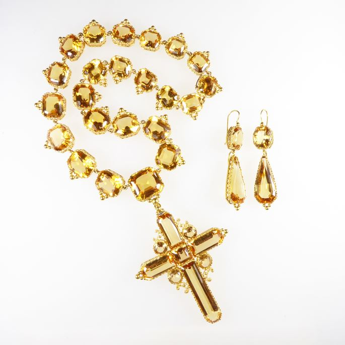 Golden topaz necklace with cross pendant-brooch and pair of pendant earrings en suite | MasterArt