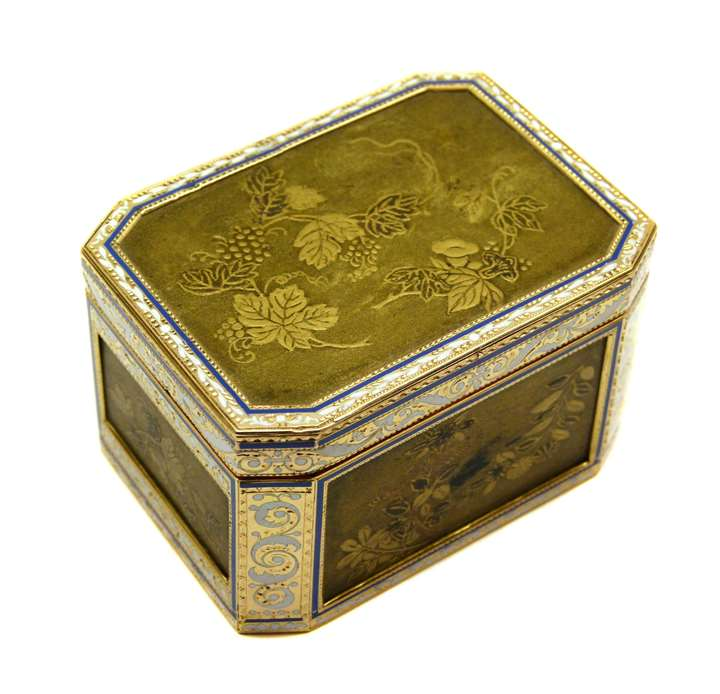 Antique Austrian enamelled gold mounted lacquer snuffbox