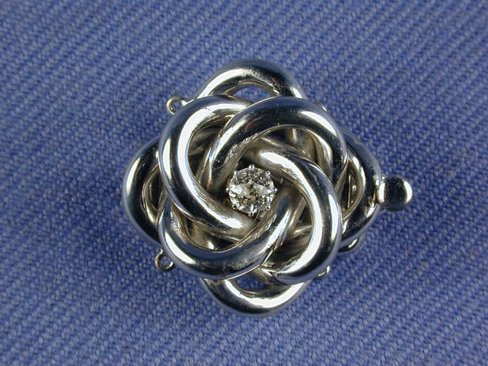 Antique diamond set knot clasp, with a central diamond | MasterArt