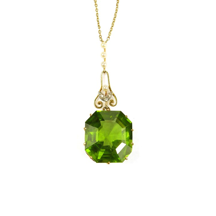 peridot Antique and gold pendant necklace