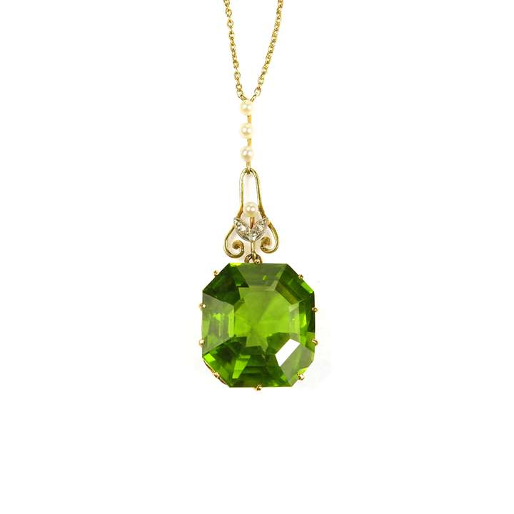 Antique peridot and gold pendant necklace