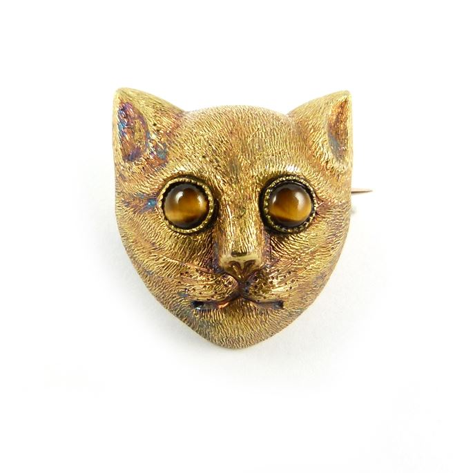 Antique textured gold cat's head brooch with tiger's eye set eyes | MasterArt