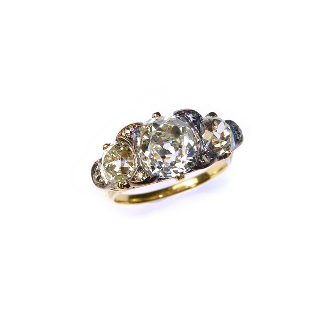 Antique three stone diamond ring | MasterArt