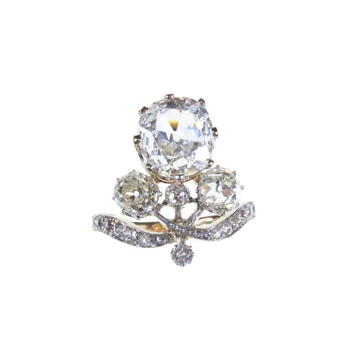 Art Nouveau cushion diamond cluster ring, set upright with a 2.04ct F VS2 stone