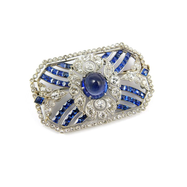 Belle epoque Ceylon sapphire and diamond brooch with central cabochon sapphire