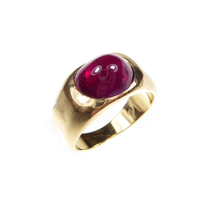 Cabochon ruby and gold ring