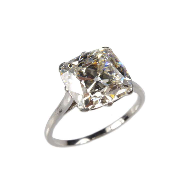 Cushion cut diamond single stone ring
